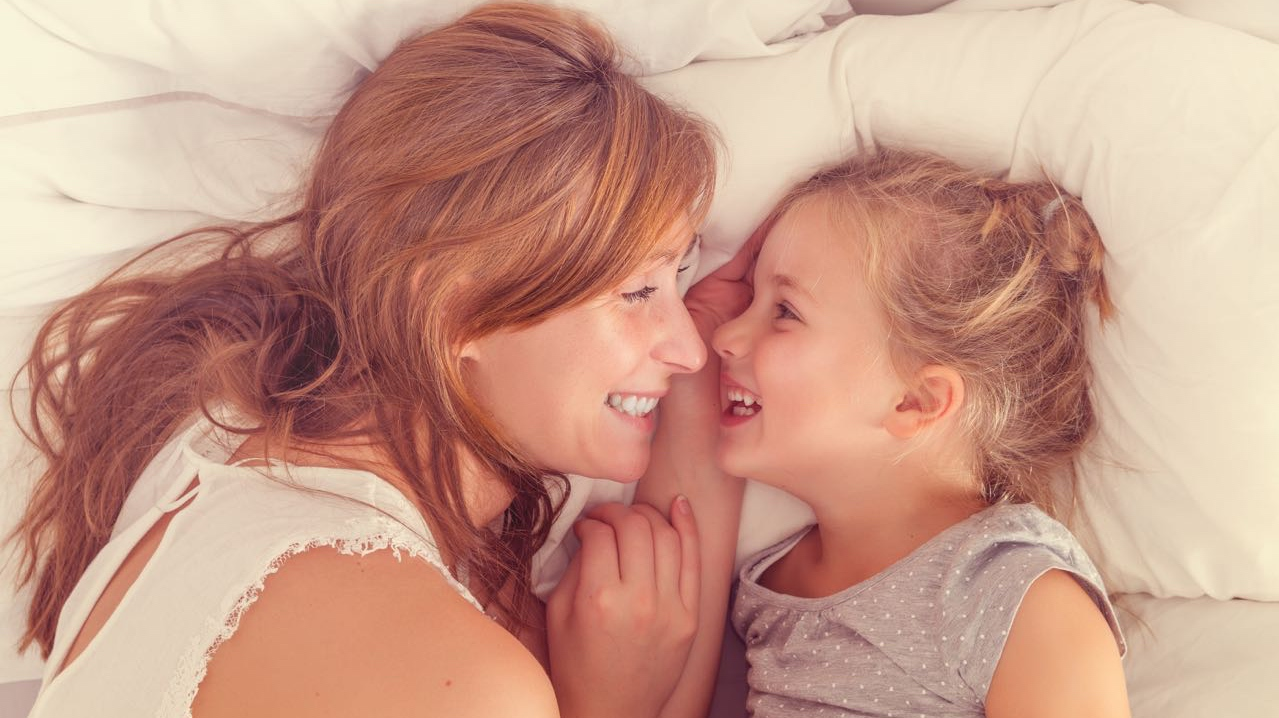 Трахнул свою дочь и мать, Секс с дочерью » Порно мамочки онлайн Full HD 30 фотография